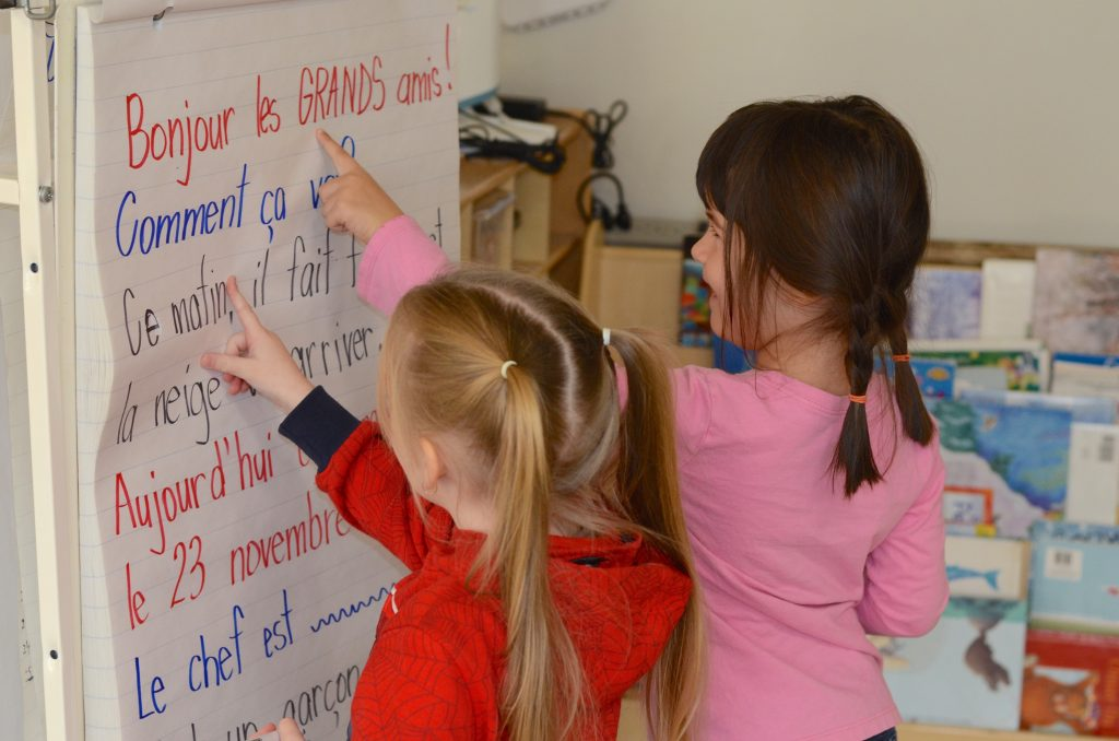 Two students reading french words
